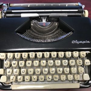 Splendid Olympia Portable Typewriter (Refurbished)
